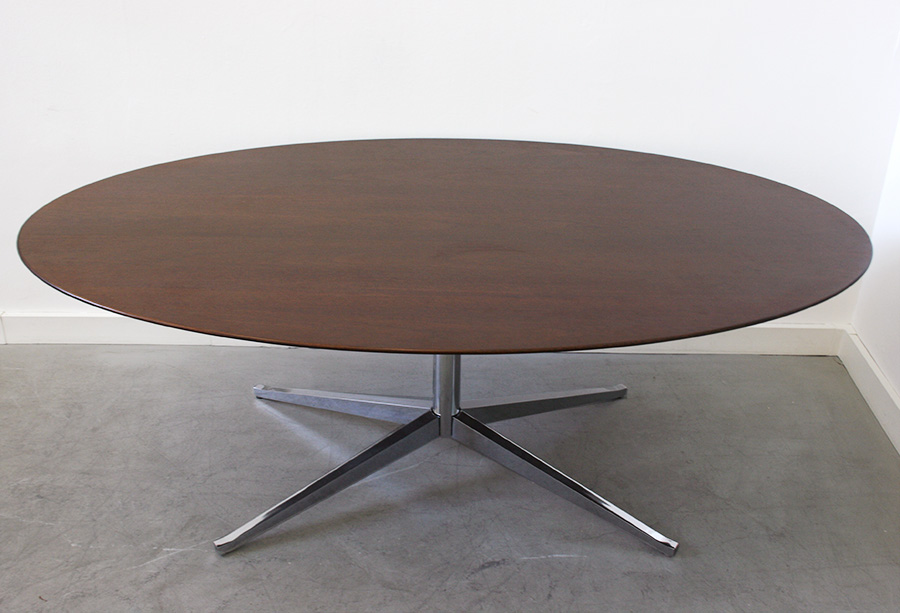 Table Ovale Florence Knoll Design XXe Lausanne Suisse