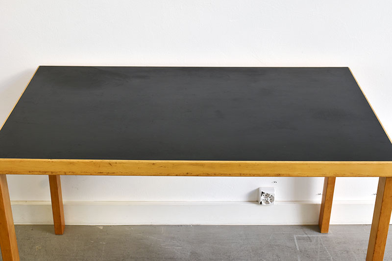 Rare table à pieds droits, Alvar Aalto, Huonekalu- ja Rakennustyötehdas Oy, Turku, Finland, 1927.
