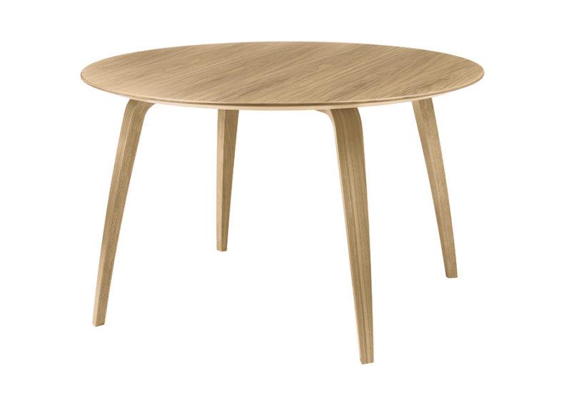 Gubi round dining table, oak, Komplot Design