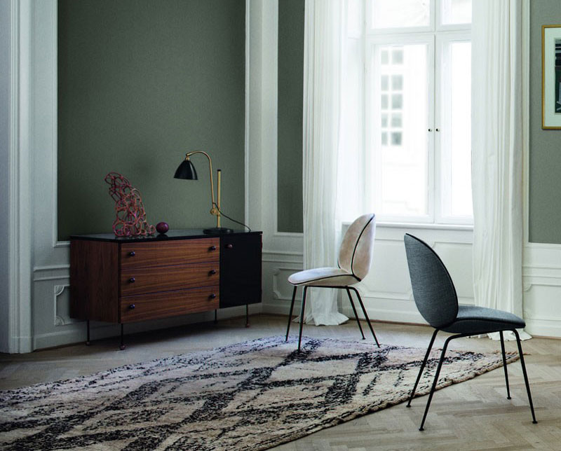 Dresser 3, serie 62, Greta Grossman, Beetle chair, Gam Fratesi, Gubi. Bestlite lamp.