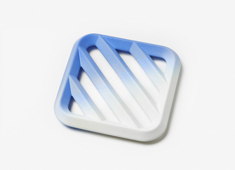 Fruit dish Grid gradient, big model, blue, Tomas Kral for Kissthedesign. Photo © Nicolas Genta
