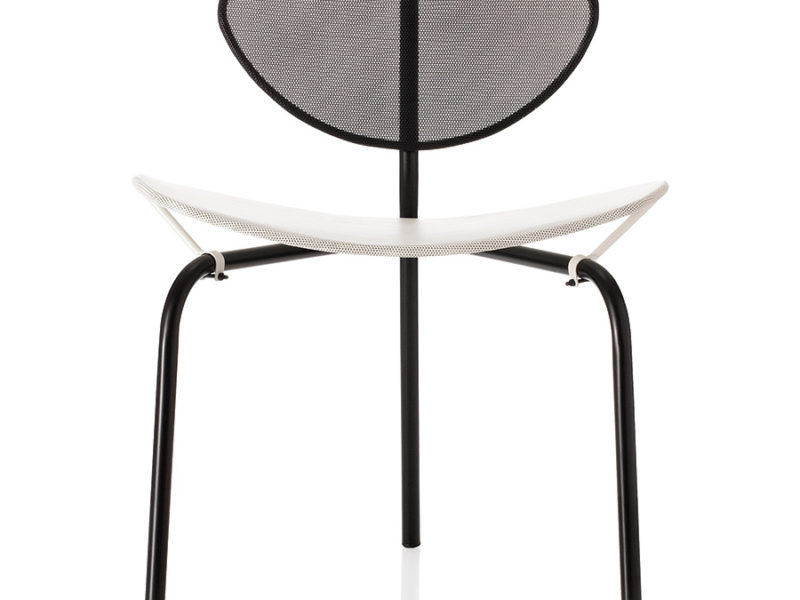 Chaise Nagasaki noir et blanc, Mathieu Matégot, Gubi