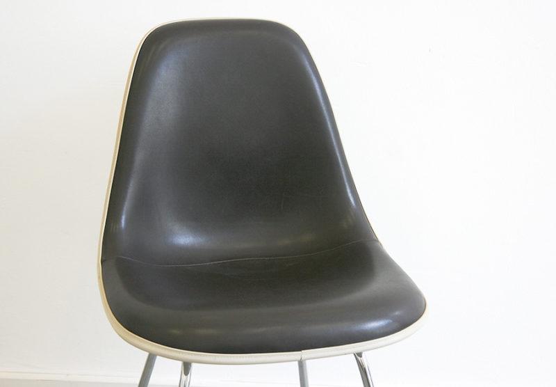 Chaise Eames, assise en vinyle