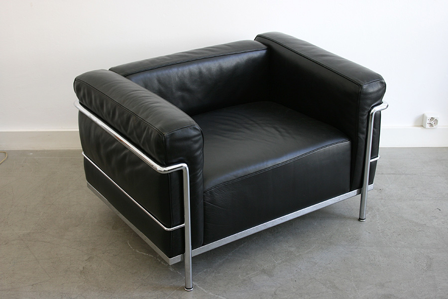 https://www.kissthedesign.ch/wp/wp-content/uploads/2015/05/sessel-lc3-corbusier-perriand-cassina.jpg