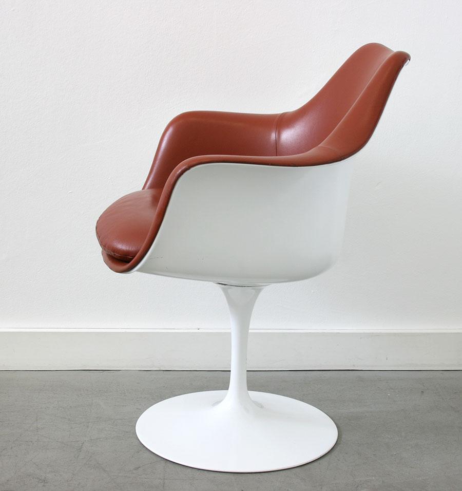 Saarinen 6 fauteuils tulipe cuir knoll lausanne suisse for Eero saarinen table tulipe ovale en marbre