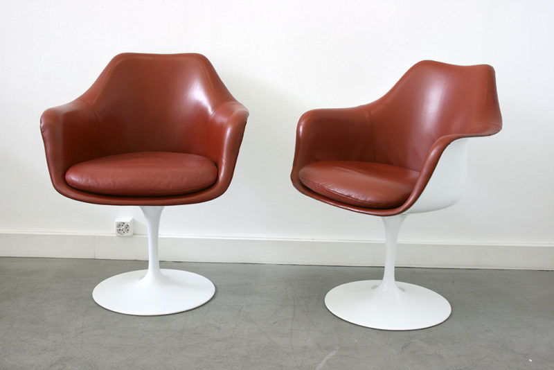 Tulip armchairs with leather upholstery, Eero Saarinen, Knoll