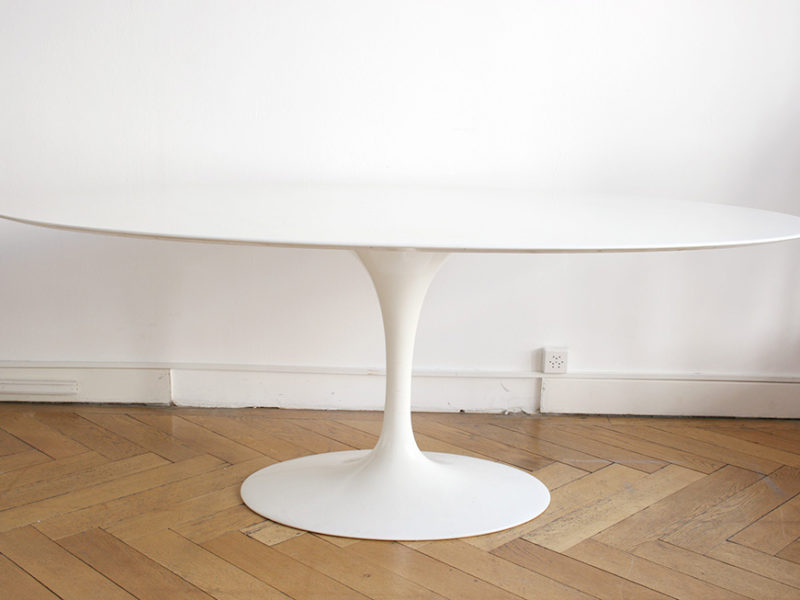 Tulip dining table with oval marble top, Eero Saarinen, Knoll