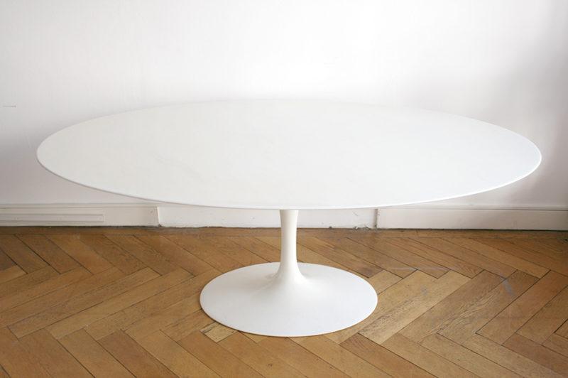 Tulip dining table with oval marble top, Eero Saarinen, Knoll