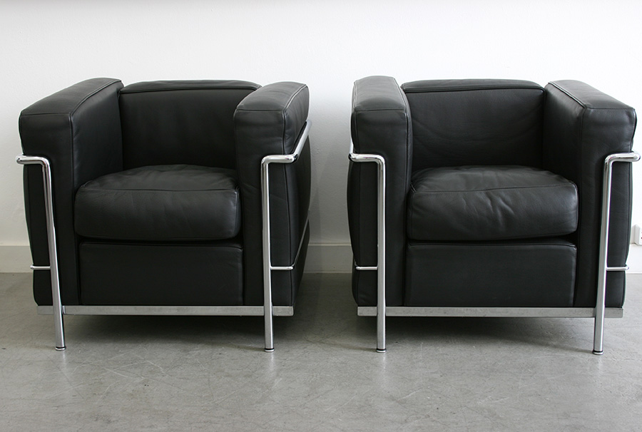 fauteuils lc2 le corbusier cassina lausanne suisse. Black Bedroom Furniture Sets. Home Design Ideas