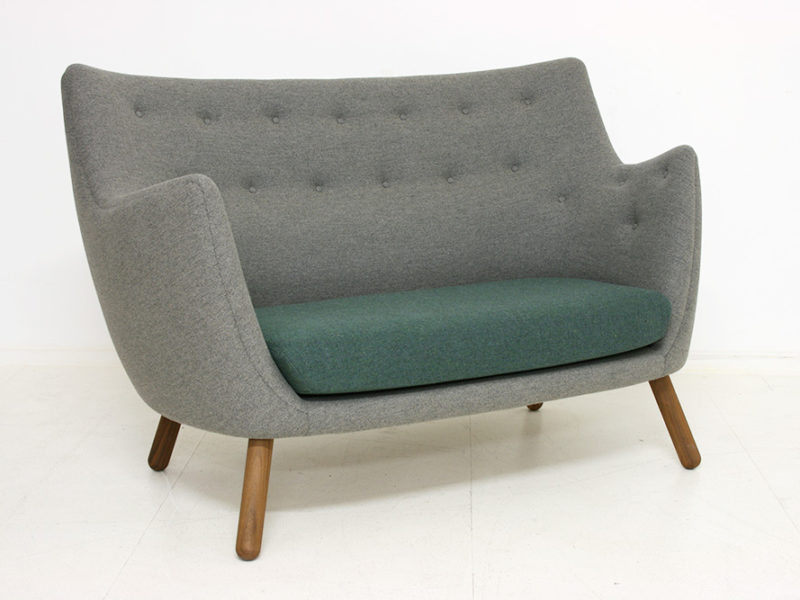 Poet sofa, fabric Mainline Flax, Finn Juhl, Onecollection. © Galerie Kissthedesign, Lausanne