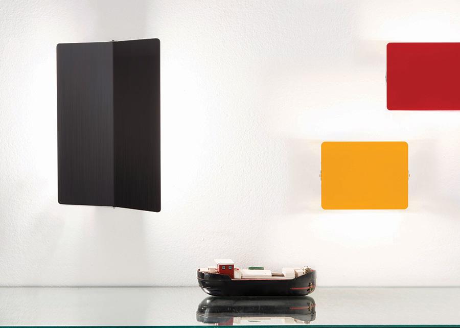 Appliques à volet pivotant, gelb und rot, und applique à volet pivotant plié schwarz, Charlotte Perriand, Nemo