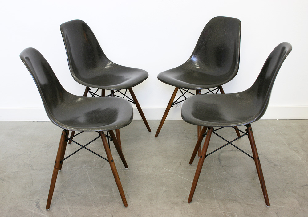 Vintage dsw chairs eames herman miller switzerland for 4 chaises eames