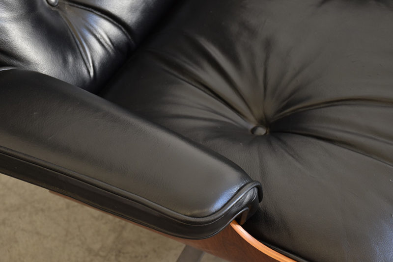 Detail armchair's leather