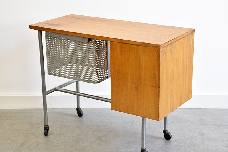 Typewriter desk, mod. 4752, George Nelson, Herman Miller