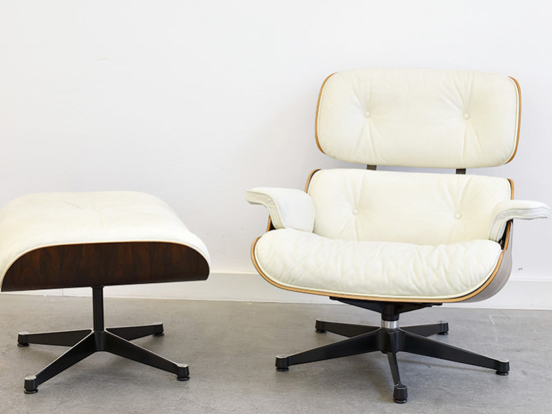 Lounge chair avec ottoman (N° 670 & N° 671), Charles & Ray Eames, Vitra. Palissandre et cuir blanc