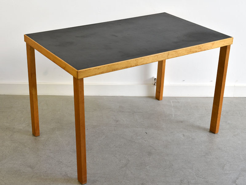Rare straight legs table, Alvar Aalto, Huonekalu- ja Rakennustyötehdas Oy, Turku, Finland, 1927.