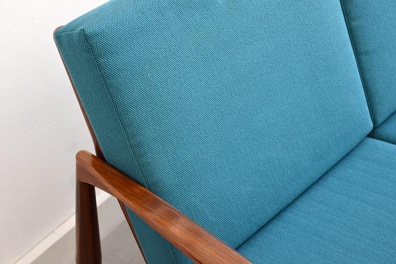 Coussins retapissés à neuf en tissu turquoise