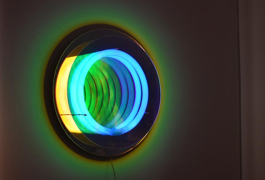 Miroir lampe abyss design boris dennler lausanne suisse for Miroir dichroique