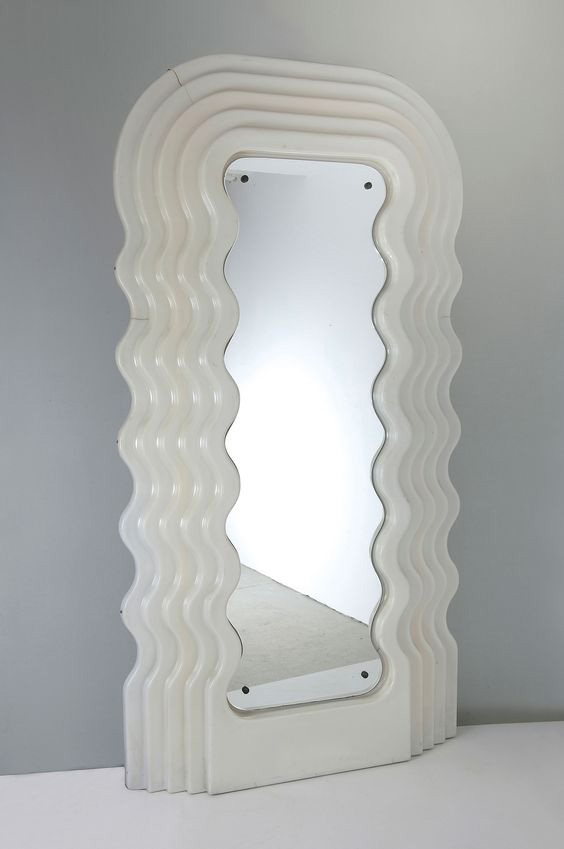 Ultrafragola Spiegel, Ettore Sottsass, Poltronova