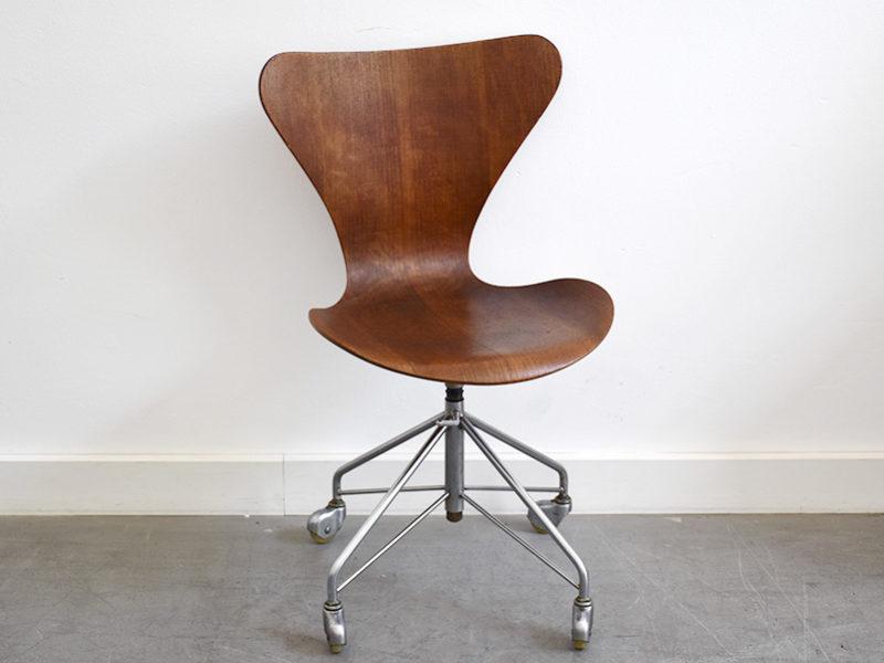 Serie 7 Bürostuhl (Butterfly) aus teakholz, Arne Jacobsen für Fritz Hansen, 1955.