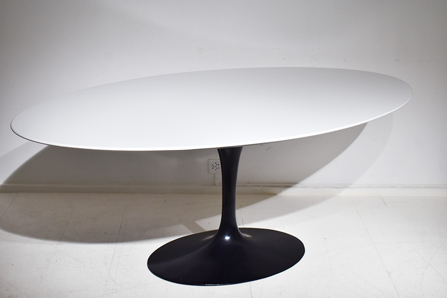 Dining Tulip Table Oval Top Eero Saarinen Knoll