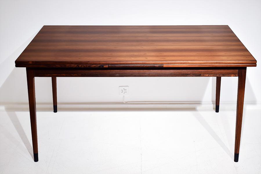 Ausziehbarer tisch niels m ller 1960 designklassiker for Tisch designklassiker