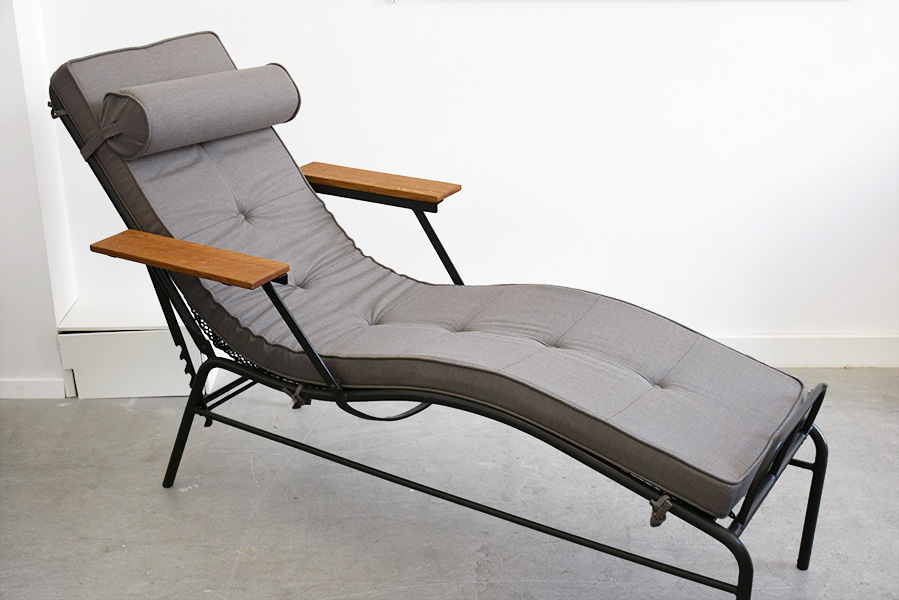 chaise longue martel de janville jean prouv lausanne suisse. Black Bedroom Furniture Sets. Home Design Ideas