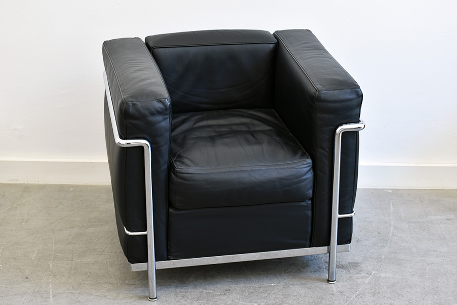 fauteuil lc2 le corbusier cassina lausanne suisse. Black Bedroom Furniture Sets. Home Design Ideas