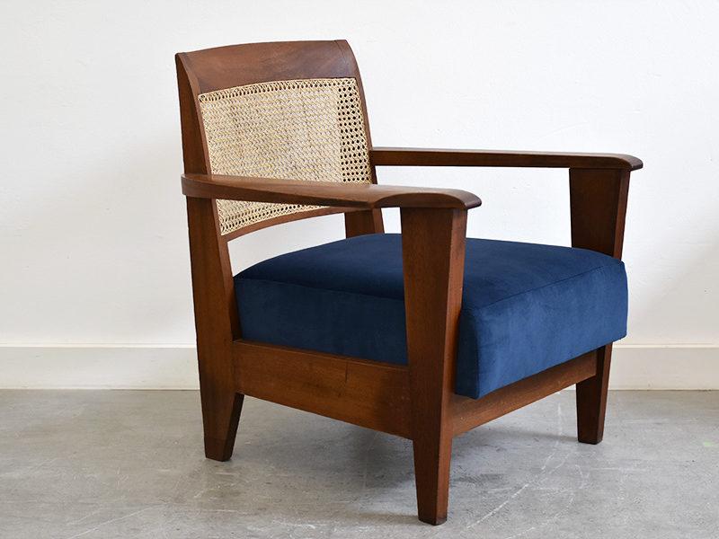 Fauteuil de style colonial moderniste, dans le goût de Pierre Jeanneret, Travail français, ca. 1950