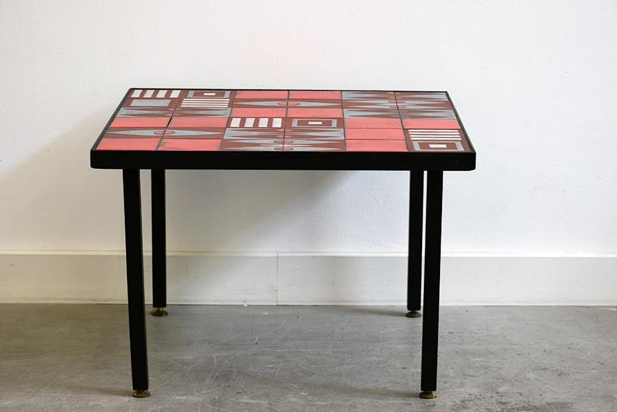 table basse c ramique rouge dans le go t de capron lausanne suisse. Black Bedroom Furniture Sets. Home Design Ideas