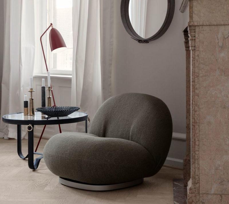 Table circulaire 73 cm, Jacques Adnet, fauteuil Pascha, Pierre Paulin, lampadaire Grasshopper, Greta Grossman, Gubi