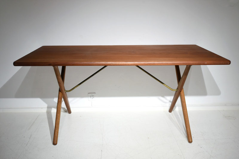 Table AT-303, Hans J. Wegner, Andreas Tuck